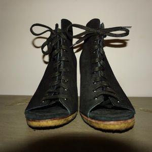 UGG Shoes - 🍉 UGG black peep toe lace up heels